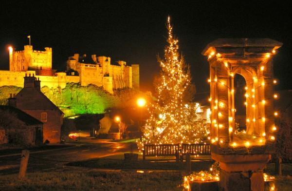 Bamburgh village and castle at christmas (96dpi)